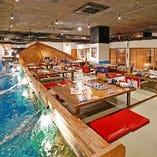 4~90名様・座敷席|竜宮空間を眼下に、巨大な釣船茶屋から釣り体験