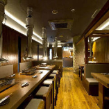 12名様まで着席できるテーブル席有り!半個室も完備しています