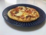 生地から手つくり男爵特製ミックスピザ
