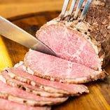 肉のプロの厳選仕入れと絶妙な火加減!大人気びローストビーフ。