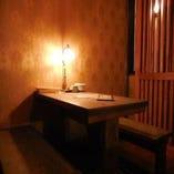 2階:【テーブル席】2名席×1卓、4名席×1卓、6名席×2卓のお席をご用意しております