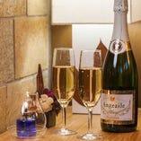 全員に乾杯用シャンパンをサービス致します! 20名以上で新郎・新婦無料!!