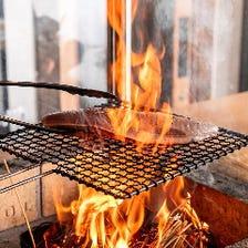 炎が立ち上がる!豪快な藁焼きを堪能