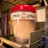 新鮮マッコリサーバー!発酵のパチパチとした弾ける飲みごたえが楽しい!