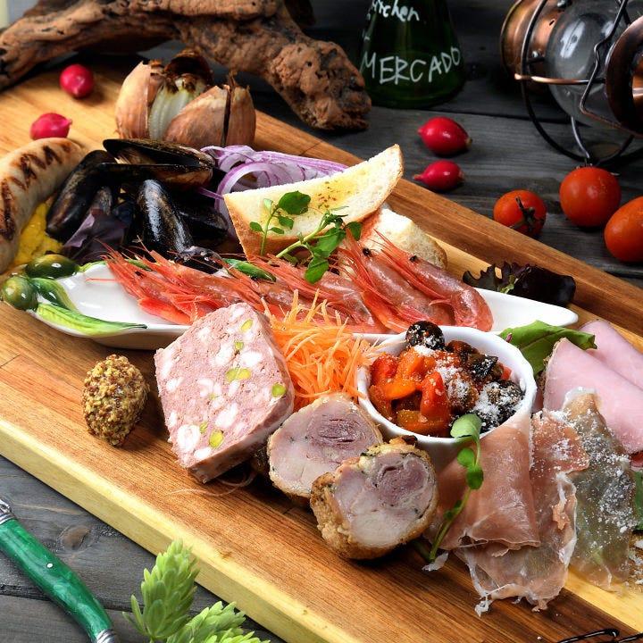 テーブルを彩る♪「メルカドの今」を楽しめる前菜の盛り合わせ