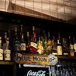 材を吟味した多彩な料理と世界のビールを。