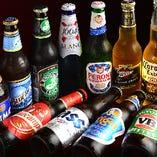 世界各地のビールに囲まれて。