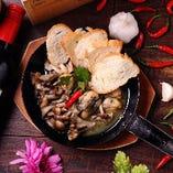牡蛎とキノコのアヒージョ