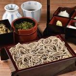 北海道産石臼挽きそば粉使用。自家製麺を使った蕎麦は〆に最適