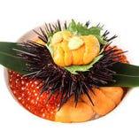 人気の絶品料理ウニとイクラの合わせ飯