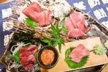 まぐろ盛1280円 本鮪赤身 中トロ ほほ肉 目裏の肉 鮪酒盗
