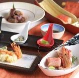 鮮魚や旬食材を使った多彩な料理が味わえるコースは個別にご提供