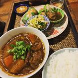 【ランチ】牛すじスパイス煮込みセット※東温市産インディカ米使用