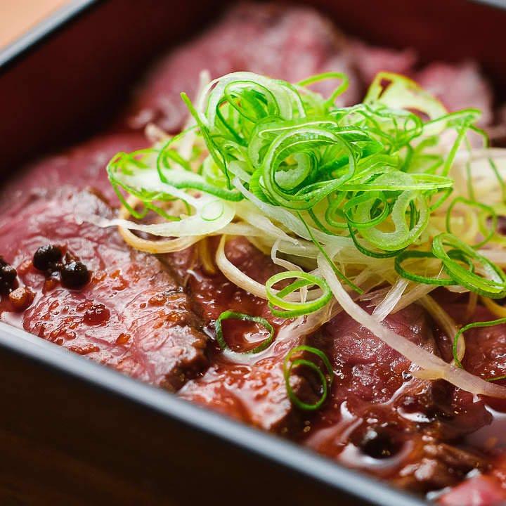 山椒の実が入った和風ソースが芳醇なお肉の旨みを引き締めます