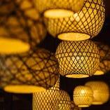 和モダンなデザインの照明も、オシャレな空間を演出
