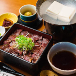 和牛サーロインステーキ重 湯豆腐付き