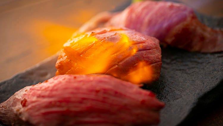 話題沸騰☆肉寿司は219円税込~
