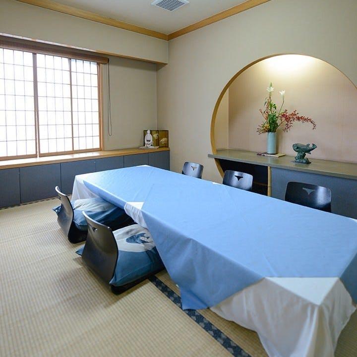 ゆったりと語らいながら宴を満喫できる少人数個室を完備