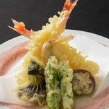 地元野菜をカラッと揚げた天ぷら