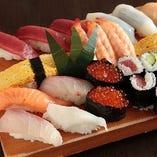 お寿司や刺身盛り合わせなど新鮮なお魚が楽しめます。