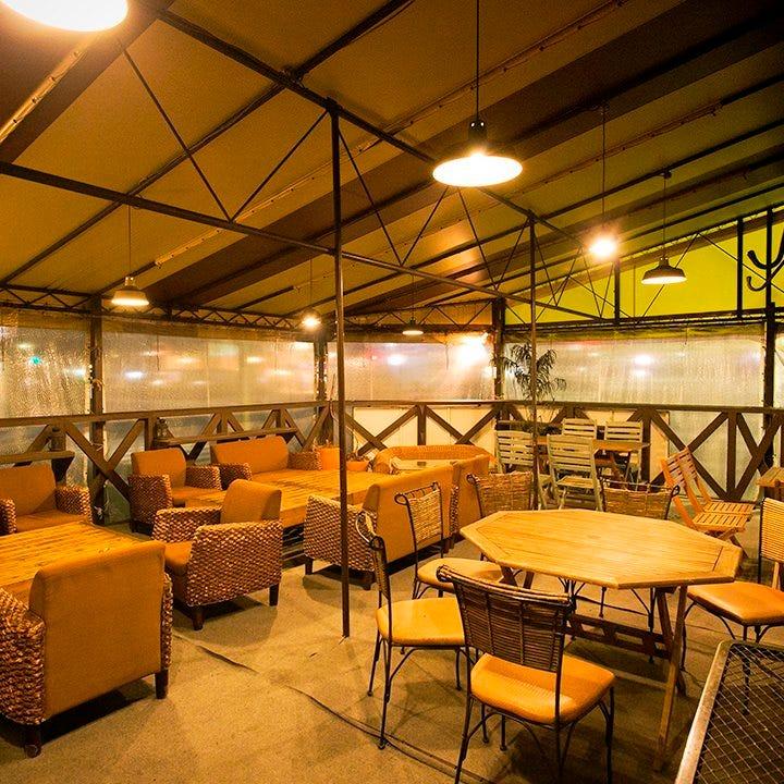 屋根付オープンエアーのテラス席の貸切は最大40名様までOK!