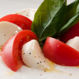旨味トマトとモッツァレラのカプレーゼ
