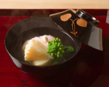 だしの味がしっかりしみた、奥深い味わいのあま鯛の道明寺蒸し。