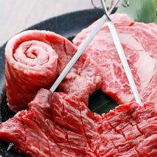 【1】名物4種盛り ~3種のステーキと、中落ちカルビの一本焼きが一度に食べられる豪華な内容~