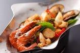 パットプリック キン マレー <季節野菜の南部風カレーハーブ炒め>本日のお魚1383円