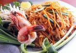 天然海老入り米麺の焼きそば