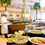 和洋中のホテルシェフがいるバイキングレストラン