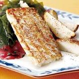 10月<土日祝限定>太刀魚のソテー 里芋のエクラゼ アオサのスープをご用意