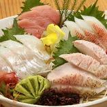 漁港直送の獲れたて鮮魚を刺身で。本物の味をご堪能ください