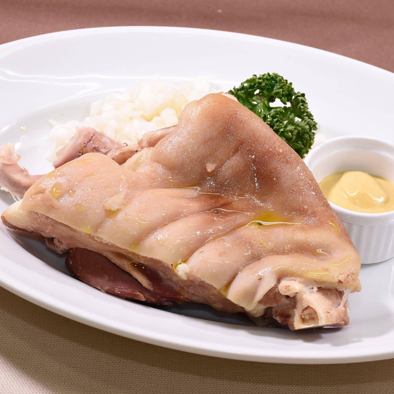 代表的なドイツ料理「アイスバイン」はマスタードを絡めれば絶品