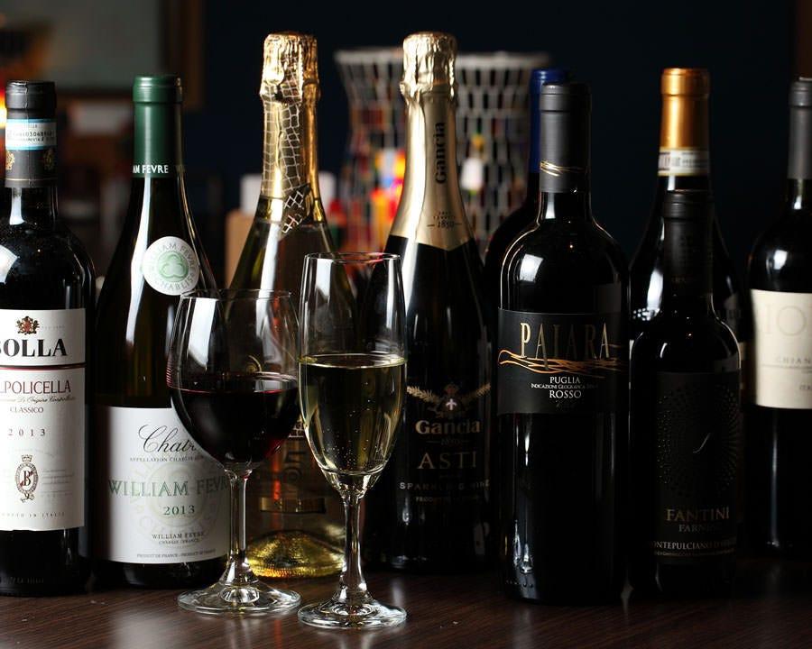 ◆港で飲むワインが雰囲気を演出