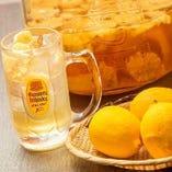 充実の飲み放題メニュー!皮ごと搾った贅沢レモンハイボールなど