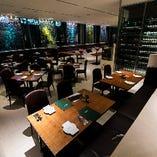 ◆天井が高く開放感溢れるメインダイニングは30名様~120名迄の立食パーティーも◎