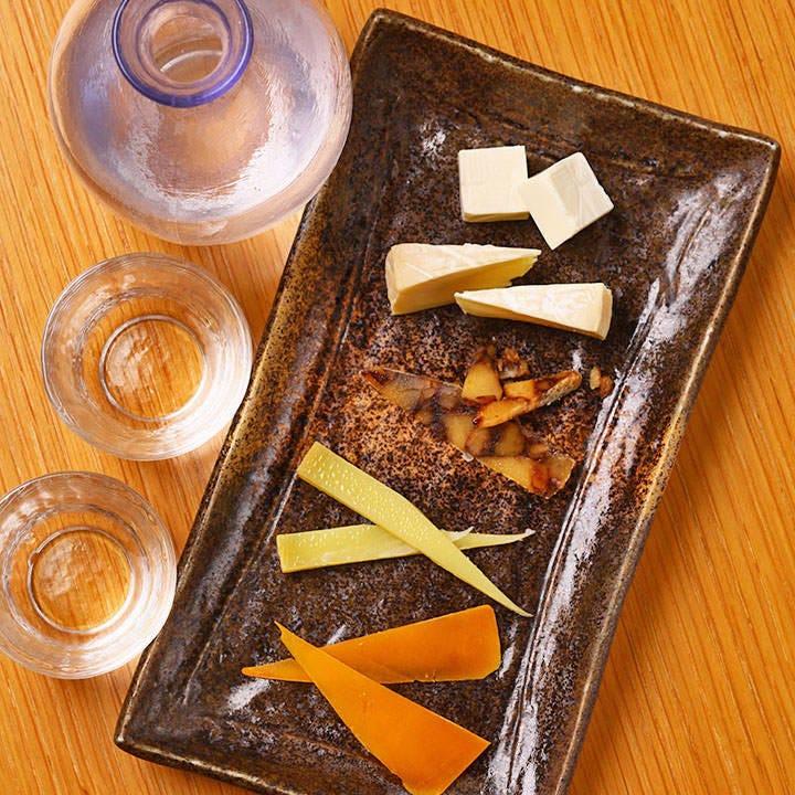 風味豊かなチーズは日本酒にも◎ 日本酒ご注文の方限定でご提供