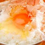 生のままでも美味しさを存分に味わえる、自慢の「蘭王たまご」。飲んだ後の〆にぴったりな卵かけご飯は絶品