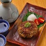 阿波牛と阿波ポークの贅沢な合挽で和風に仕上げたハンバーグは焼酎や日本酒にも合います