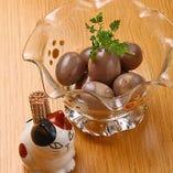 おつまみウズラ卵 ~赤ワイン風味のだし漬け~