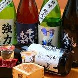 常時10種類以上ある地酒や焼酎・梅酒やウィスキーも楽しめます。