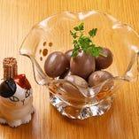 出汁漬けウズラ卵 赤ワイン風味