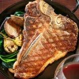 4月オープンの肉バル!独自製法の熟成牛が味わえるお店♪