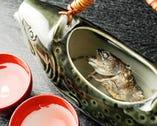 炭火で香ばしく焼いた岩魚の骨酒♪ お酒好きにはたまらない!