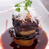 ☆何時間も赤ワインで煮たホホ肉箸で食べれる柔らかさ。オススメ