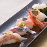 のど黒や白海老など旬の寿司。盛り合わせやお好み一貫でどうぞ