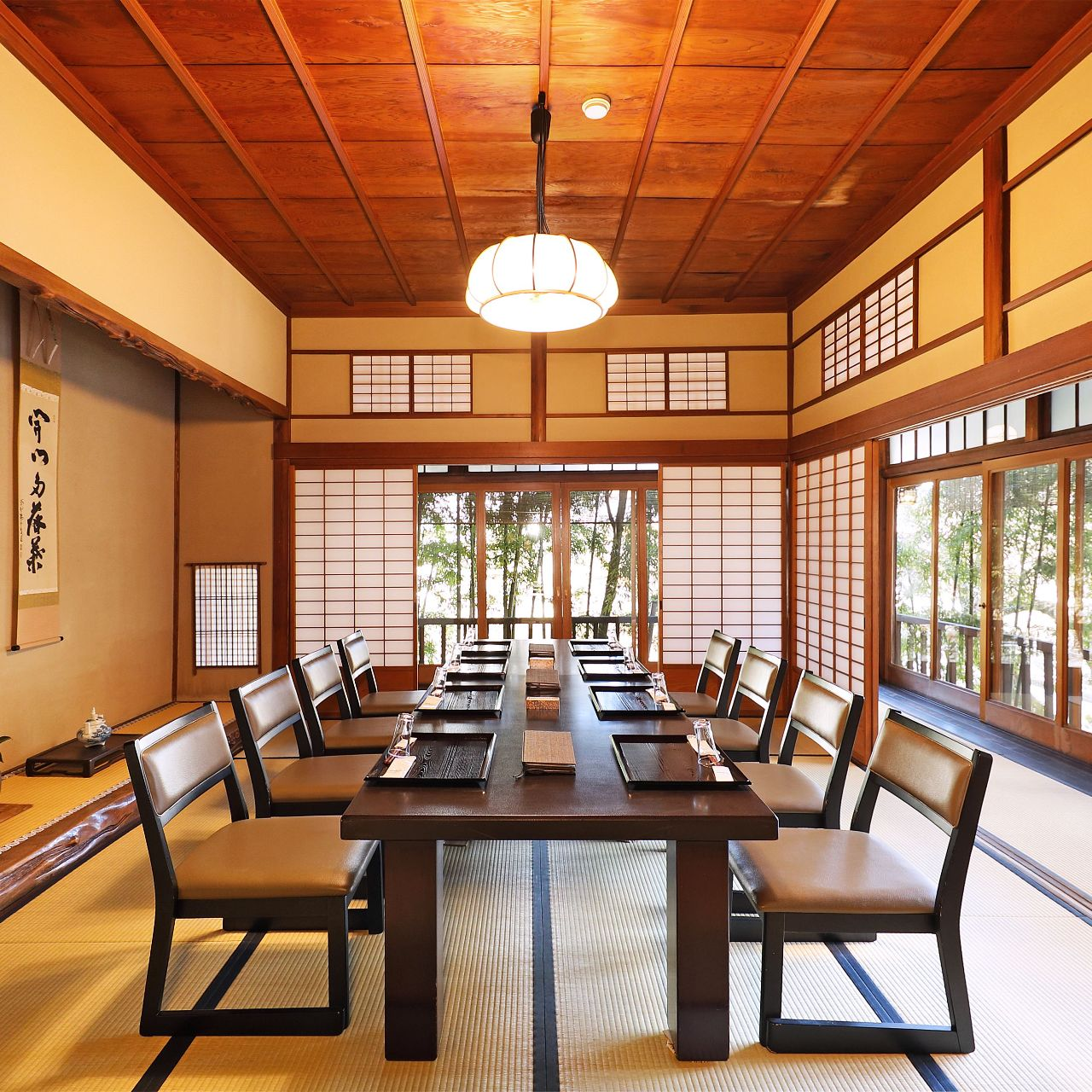 2階広間「松の間」店主の祖父母が別荘として建てた時代の部屋。