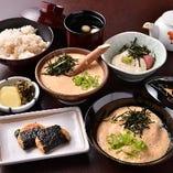山芋とき膳(鮪山掛け+名物【早雲豆腐】+山芋磯辺焼+とろろ+麦飯+吸い物+香の物)