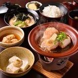 豆腐とき膳 (わさび味噌奴+名物【早雲豆腐】+姫がんも煮+豆腐ステーキ+白飯+吸い物+香の物)